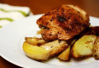 Tray Baked Seasoned Chicken & Wedges - Syn Free