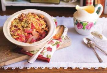 Slimming Worlds Pear And Rhubarb Crumble