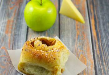 Bread Machine Gruyere Apple Pie Cinnamon Buns With Vanilla Mocha Glaze: