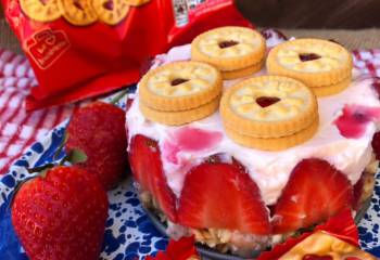 Jammie Dodger Cheesecake | Slimming Friendly