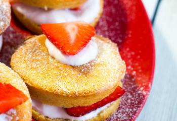 Low Syn Mini Strawberry Sponges