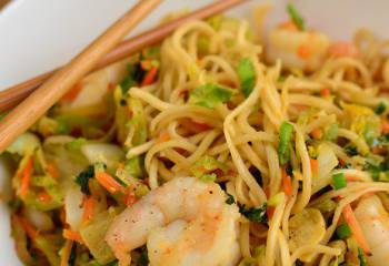 Quick Sweet Chilli Prawns And Noodles